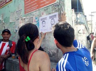 Cartazes da ação.